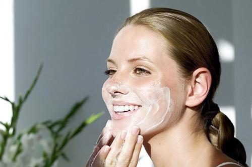 Cách đắp mặt nạ sữa chua không đường an toàn cho da